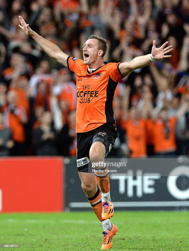 <a gi-track='captionPersonalityLinkClicked' href=/galleries/search?phrase=Besart+Berisha&family=editorial&specificpeople=737057 ng-click='$event.stopPropagation()'>Besart Berisha</a> of the Roar celebrates victory as the full time siren sounds after the 2014 A-League Grand Final match between the Brisbane Roar and the Western Sydney Wanderers at Suncorp Stadium on May 4, 2014 in Brisbane, Australia.