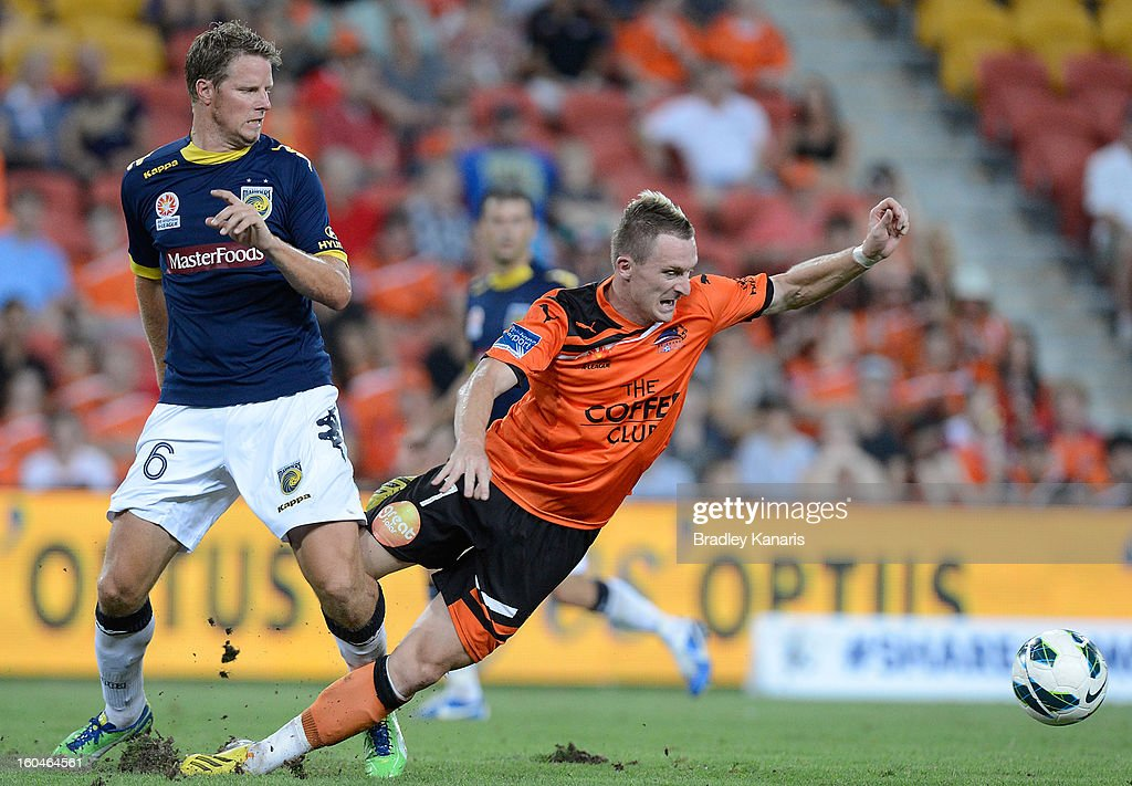 <a gi-track='captionPersonalityLinkClicked' href=/galleries/search?phrase=Besart+Berisha&family=editorial&specificpeople=737057 ng-click='$event.stopPropagation()'>Besart Berisha</a> of the Roar is challenged by the defence of Patrick Zwaanswijk of the Mariners during the round 19 A-League match between the Brisbane Roar and the Central Coast Mariners at Suncorp Stadium on February 1, 2013 in Brisbane, Australia.