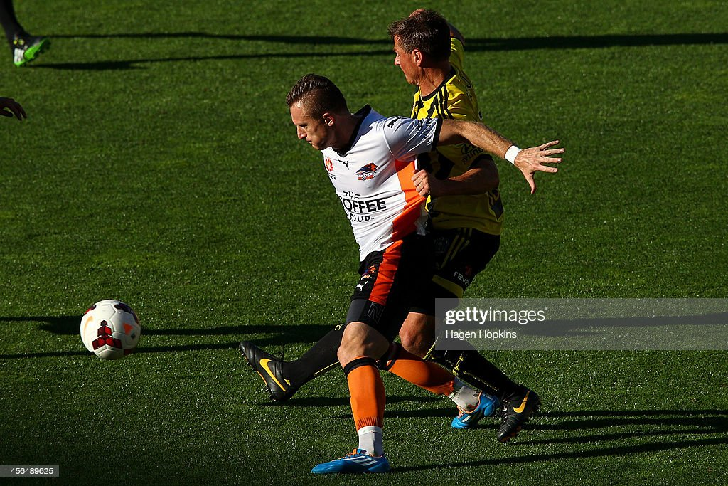 <a gi-track='captionPersonalityLinkClicked' href=/galleries/search?phrase=Besart+Berisha&family=editorial&specificpeople=737057 ng-click='$event.stopPropagation()'>Besart Berisha</a> of the Roar is tackled by <a gi-track='captionPersonalityLinkClicked' href=/galleries/search?phrase=Ben+Sigmund&family=editorial&specificpeople=2231499 ng-click='$event.stopPropagation()'>Ben Sigmund</a> of the Phoenix during the round 10 A-League match between the Wellington Phoenix and Brisbane Roar at Westpac Stadium on December 14, 2013 in Wellington, New Zealand.