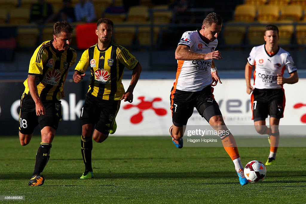 <a gi-track='captionPersonalityLinkClicked' href=/galleries/search?phrase=Besart+Berisha&family=editorial&specificpeople=737057 ng-click='$event.stopPropagation()'>Besart Berisha</a> of the Roar makes a break from <a gi-track='captionPersonalityLinkClicked' href=/galleries/search?phrase=Ben+Sigmund&family=editorial&specificpeople=2231499 ng-click='$event.stopPropagation()'>Ben Sigmund</a> of the Phoenix during the round 10 A-League match between the Wellington Phoenix and Brisbane Roar at Westpac Stadium on December 14, 2013 in Wellington, New Zealand.