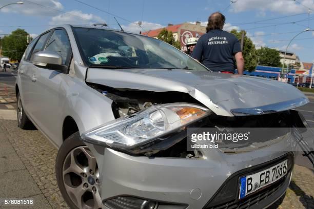 Beschädigter PKW nach einem Verkehrsunfall in BerlinPankow