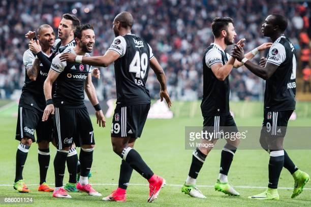 Besiktas celebrate the goal of Ryan Babel of Besiktas JKduring the Turkish Spor Toto Super Lig football match between Besiktas JK and Kasimpasa AS on...