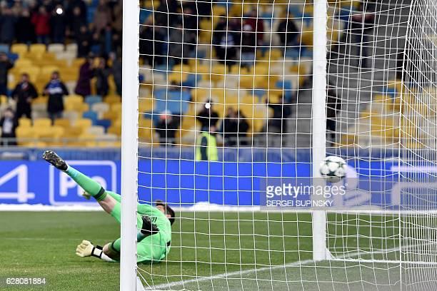 CORRECTION Besiktas JK's Goalkeeper Julien Fabri lost a penalty kick during the Champions League football match between FC Dynamo and Besiktas JK on...