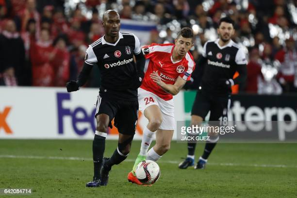 Besiktas's Canadian midfielder Atiba Hutchinson outruns Hapoel Beersheba's Israeli midfielder Maor Melikson during the UEFA Europa League football...