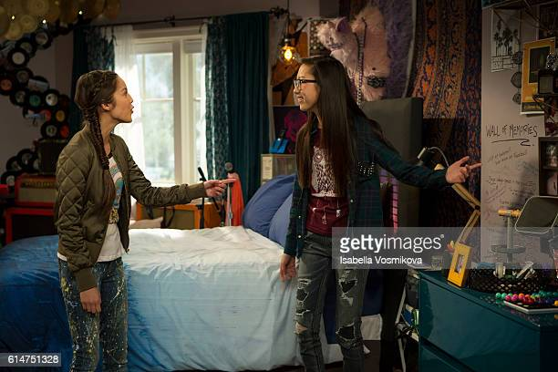 BIZAARDVARK 'Best Friend Tag' When Paige and Frankie invite Amelia over for a sleepover the DIY Diva goes a bit overboard trying to make it perfect...