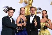 TOPSHOT Best Supporting Actor Mark Rylance Best Actress Brie Larson Best Actor Leonardo DiCaprio and Best Supporting Actress Alicia Vikander pose...