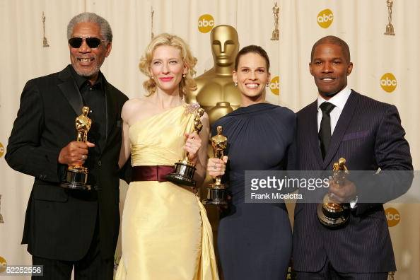 Best supporting actor Morgan Freeman best supporting actress Cate Blanchett best actress Hilary Swank and best actor Jamie Foxx pose backstage with...