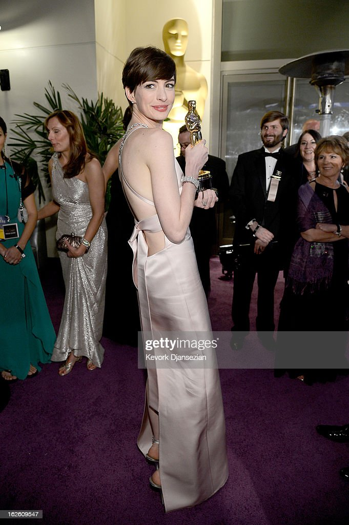 Best Supporting Actress Anne Hathaway attends the Oscars Governors Ball at Hollywood & Highland Center on February 24, 2013 in Hollywood, California.