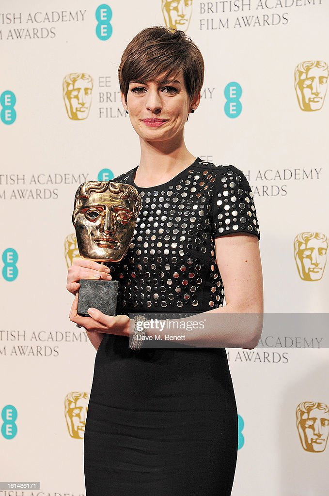 Best Supporting Actress winner <a gi-track='captionPersonalityLinkClicked' href=/galleries/search?phrase=Anne+Hathaway+-+Schauspielerin&family=editorial&specificpeople=11647173 ng-click='$event.stopPropagation()'>Anne Hathaway</a> poses in the Press Room at the EE British Academy Film Awards at The Royal Opera House on February 10, 2013 in London, England.