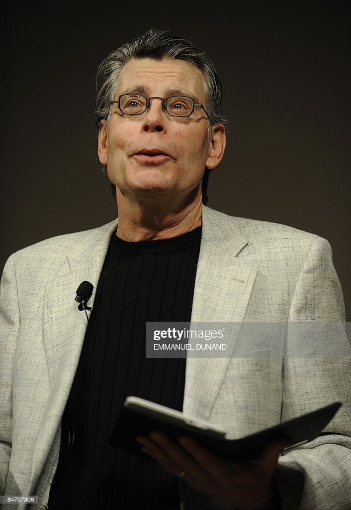 US best-selling author Stephen King reads an extract of his upcoming novel 'Ur' from a Kindle 2, during a press conference to unveil the Kindle 2, the latest version of Amazon's popular electronic reader, the Kindle, in New York, February, 9, 2009. The Kindle 2 adds a feature which reads a book aloud, is thinner, faster, crisper, with longer battery life, and capable of holding hundreds more books, Bezos said. The Kindle 2 costs 359 USD, available from amazon.com. and the first units will be shipped February 24. AFP PHOTO/Emmanuel Dunand