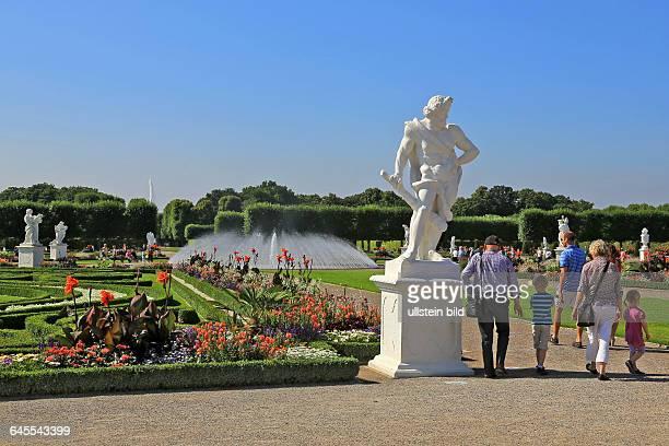 Besucher in den Herrenhäuser Gärten in Hannover