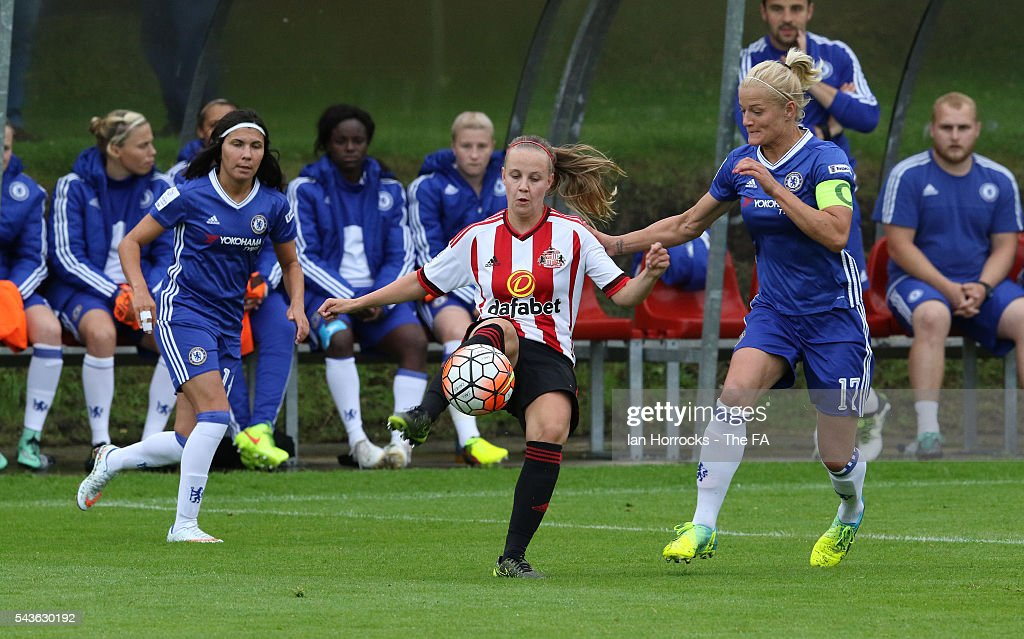 Beth Mead of Sunderland (C) tries to control the ball during the WSL 1 League match between Sunderland Ladies and Chelsea Ladies FC at the Hetton Center on June 29, 2016 in Hetton, England.