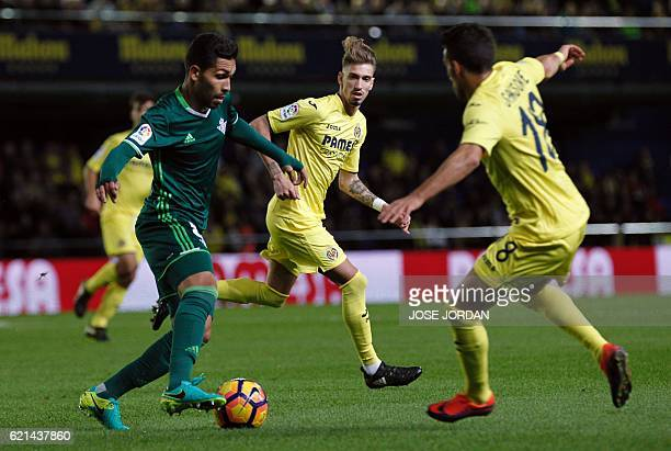 Betis' Brazilian midfielder Petros vies with Villarreal's Italian forward Nicola Sansone during the Spanish league football match Villarreal CF vs...