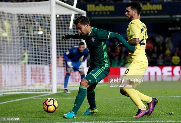 Betis' Brazilian midfielder Petros vies with Villarreal's Italian midfielder Roberto Soriano during the Spanish league football match Villarreal CF...