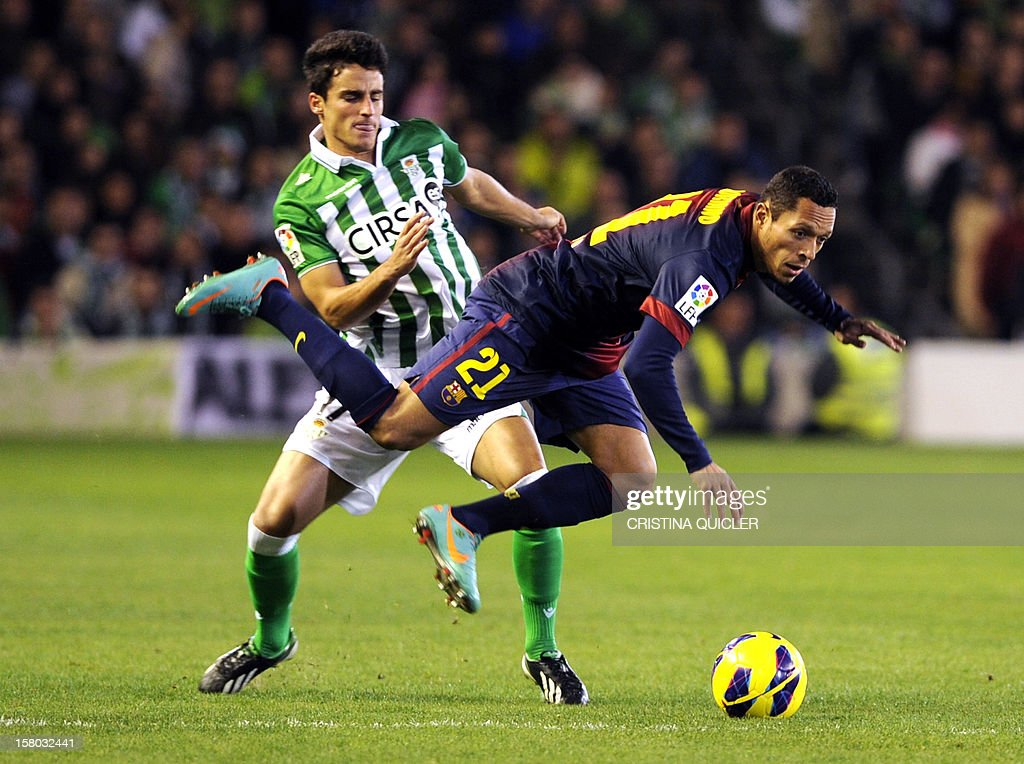 Betis' midfielder Alejandro Pozuelo (L) vies with Barcelona's Brazilian defender Adriano (R) during the Spanish league football match Real Betis vs Barcelona at the Benito Villamarin stadium in Sevilla on December 9, 2012.The match 1-2.