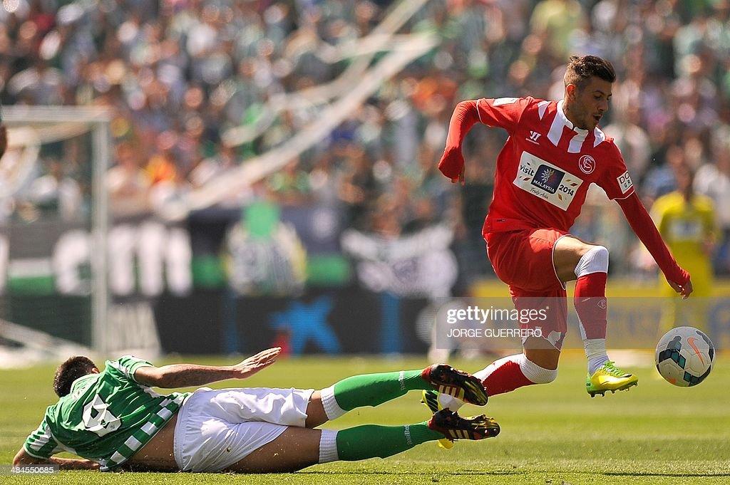 Betis' midfielder Jose Antonio 'Nono' vies with Sevilla's Portuguese defender Diogo Figueiras during the Spanish league football match Real Betis vs...