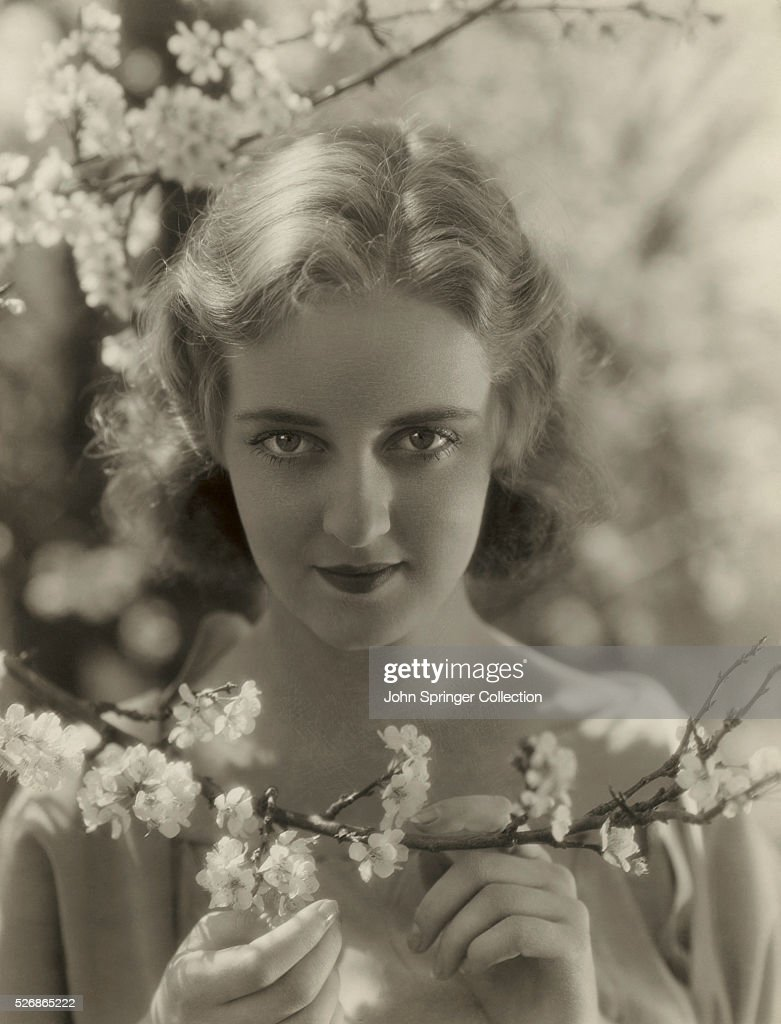 <a gi-track='captionPersonalityLinkClicked' href=/galleries/search?phrase=Bette+Davis+-+Actress&family=editorial&specificpeople=93133 ng-click='$event.stopPropagation()'>Bette Davis</a>