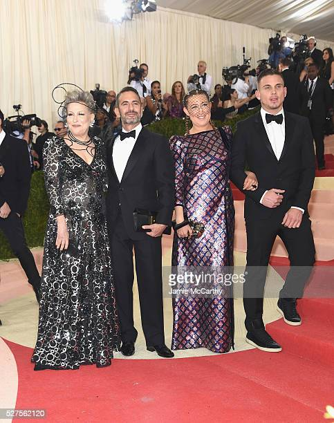 Bette Midler Marc Jacobs Sophie Von Haselberg and guest attend the 'Manus x Machina Fashion In An Age Of Technology' Costume Institute Gala at...