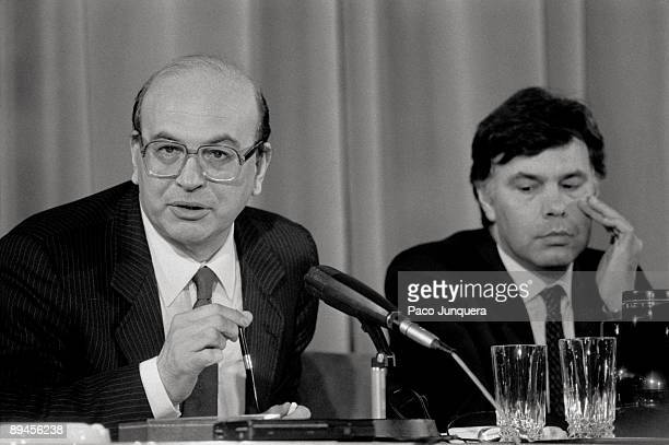Bettino Craxi visits Spain Betino Craxi Italian first minister with Felipe Gonzalez president of the Government during a press conference