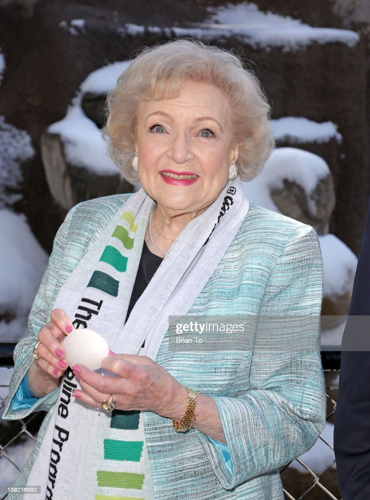 Betty White attends Betty 'White Out' Tour with the Lifeline Program at the Los Angeles Zoo on December 11, 2012 in Los Angeles, California.
