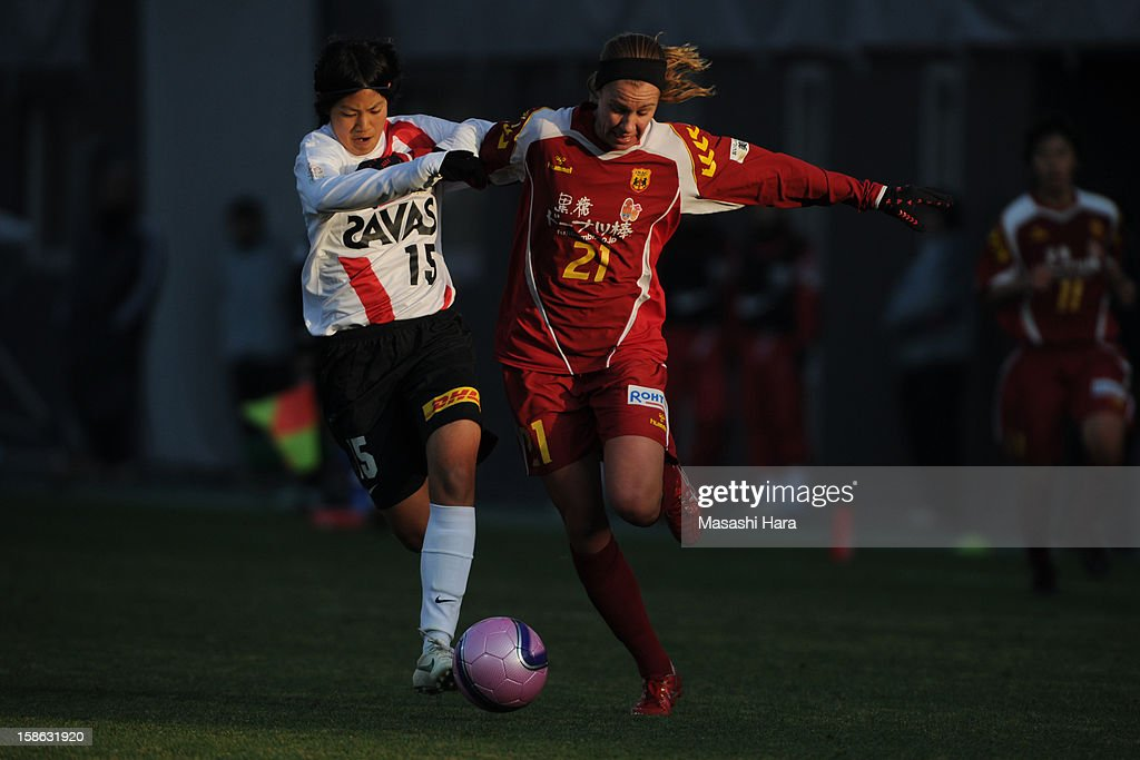 Beverly Goebel-Yanez #21 of INAC Kobe Leonessa (R) and Riho Sakamoto #15 of Urawa Red Diamonds Ladies compete for the ball during the 34th Empress's Cup All Japan Women's Football Tournament semi final match between INAC Kobe Leonessa and Urawa Red Diamonds Ladies at Nack 5 Stadium Omiya on December 22, 2012 in Saitama, Japan.