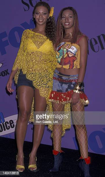 Beyonce and Solange attend Third Annual Teen Choice Awards on August 12 2001 at the Universal Ampitheater in Universal City California