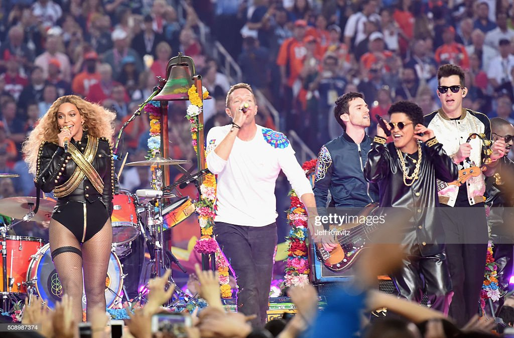 Beyonce, <a gi-track='captionPersonalityLinkClicked' href=/galleries/search?phrase=Chris+Martin+-+Musiker&family=editorial&specificpeople=4468181 ng-click='$event.stopPropagation()'>Chris Martin</a> and <a gi-track='captionPersonalityLinkClicked' href=/galleries/search?phrase=Guy+Berryman&family=editorial&specificpeople=240270 ng-click='$event.stopPropagation()'>Guy Berryman</a> of Coldplay, <a gi-track='captionPersonalityLinkClicked' href=/galleries/search?phrase=Bruno+Mars&family=editorial&specificpeople=6779692 ng-click='$event.stopPropagation()'>Bruno Mars</a> and <a gi-track='captionPersonalityLinkClicked' href=/galleries/search?phrase=Mark+Ronson&family=editorial&specificpeople=853261 ng-click='$event.stopPropagation()'>Mark Ronson</a> perform onstage during the Pepsi Super Bowl 50 Halftime Show at Levi's Stadium on February 7, 2016 in Santa Clara, California.
