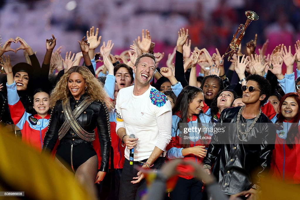 Beyonce, <a gi-track='captionPersonalityLinkClicked' href=/galleries/search?phrase=Chris+Martin+-+Musician&family=editorial&specificpeople=4468181 ng-click='$event.stopPropagation()'>Chris Martin</a> of Coldplay, and <a gi-track='captionPersonalityLinkClicked' href=/galleries/search?phrase=Bruno+Mars&family=editorial&specificpeople=6779692 ng-click='$event.stopPropagation()'>Bruno Mars</a> perform during the Pepsi Super Bowl 50 Halftime Show at Levi's Stadium on February 7, 2016 in Santa Clara, California.