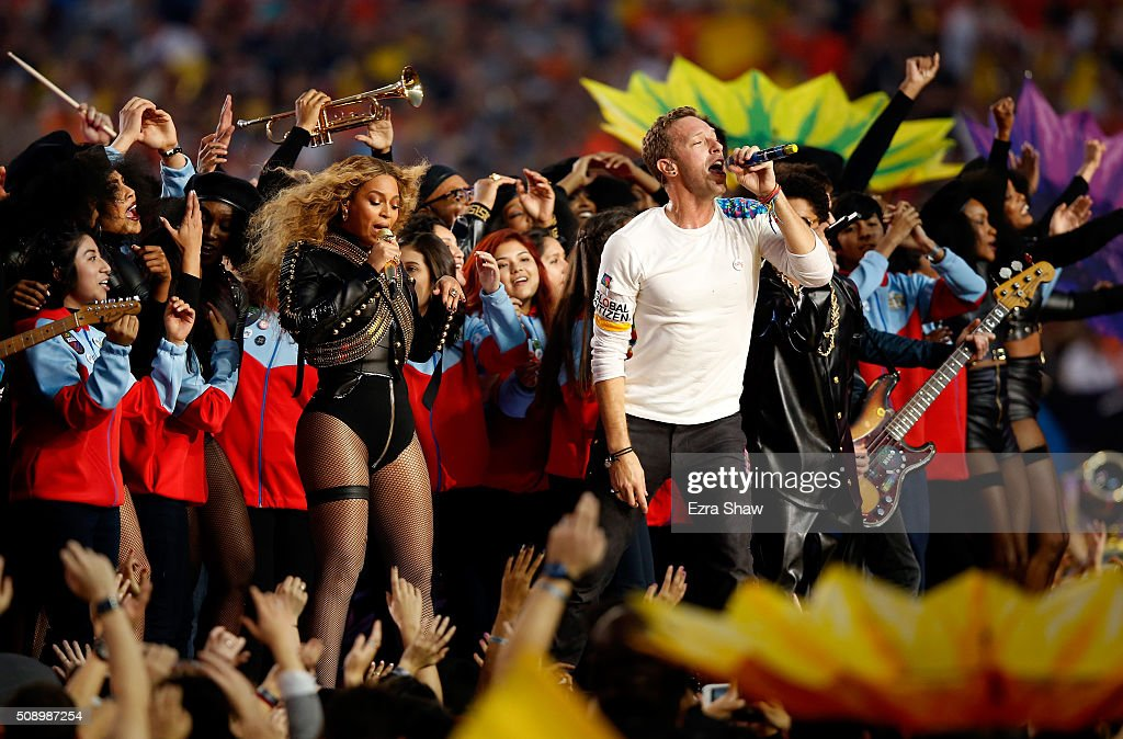 Beyonce, <a gi-track='captionPersonalityLinkClicked' href=/galleries/search?phrase=Chris+Martin+-+Musiker&family=editorial&specificpeople=4468181 ng-click='$event.stopPropagation()'>Chris Martin</a> of Coldplay and <a gi-track='captionPersonalityLinkClicked' href=/galleries/search?phrase=Bruno+Mars&family=editorial&specificpeople=6779692 ng-click='$event.stopPropagation()'>Bruno Mars</a> perform during the Pepsi Super Bowl 50 Halftime Show at Levi's Stadium on February 7, 2016 in Santa Clara, California.