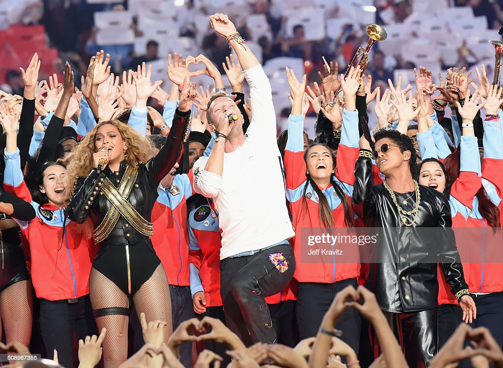 Beyonce, <a gi-track='captionPersonalityLinkClicked' href=/galleries/search?phrase=Chris+Martin+-+Musiker&family=editorial&specificpeople=4468181 ng-click='$event.stopPropagation()'>Chris Martin</a> of Coldplay and <a gi-track='captionPersonalityLinkClicked' href=/galleries/search?phrase=Bruno+Mars&family=editorial&specificpeople=6779692 ng-click='$event.stopPropagation()'>Bruno Mars</a> perform onstage during the Pepsi Super Bowl 50 Halftime Show at Levi's Stadium on February 7, 2016 in Santa Clara, California.
