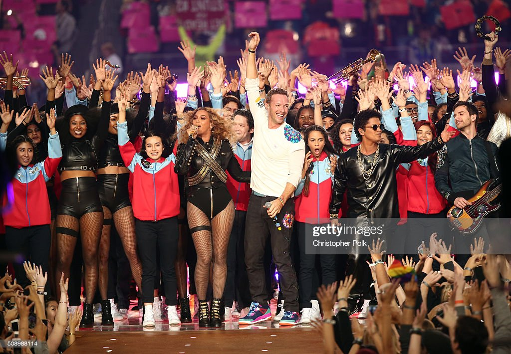 Beyonce, <a gi-track='captionPersonalityLinkClicked' href=/galleries/search?phrase=Chris+Martin+-+M%C3%BAsico&family=editorial&specificpeople=4468181 ng-click='$event.stopPropagation()'>Chris Martin</a> of Coldplay and <a gi-track='captionPersonalityLinkClicked' href=/galleries/search?phrase=Bruno+Mars&family=editorial&specificpeople=6779692 ng-click='$event.stopPropagation()'>Bruno Mars</a> perform onstage during the Pepsi Super Bowl 50 Halftime Show at Levi's Stadium on February 7, 2016 in Santa Clara, California.