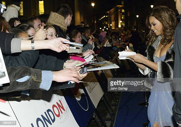 Beyonce Knolwes signs autographs during the Premiere for the new Pepsi Music Commercial 'Pepsi Gladiators' at the National Gallery in Trafalgar...