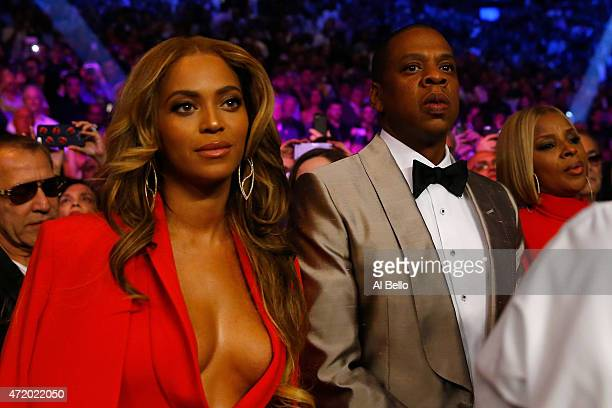 Beyonce Knowles and Jay Z attend the welterweight unification championship bout on May 2 2015 at MGM Grand Garden Arena in Las Vegas Nevada