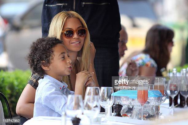 Beyonce Knowles and Jay Z celebrate their wedding anniversary on a romantic dinner at 'L'Avenue' restaurant on April 20 2011 in Paris France