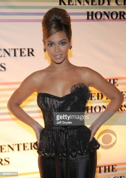 WASHINGTON DECEMBER 07 Beyonce Knowles attends the 31st Annual Kennedy Center Honors at the Hall of States in the John F Kennedy Center for the...