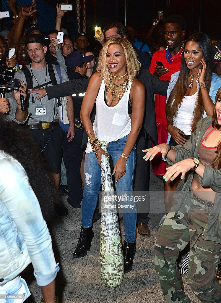 <a gi-track='captionPersonalityLinkClicked' href=/galleries/search?phrase=Beyonce+Knowles&family=editorial&specificpeople=171204 ng-click='$event.stopPropagation()'>Beyonce Knowles</a> films a music video at Coney Island in Brooklyn on August 29, 2013 in New York City.