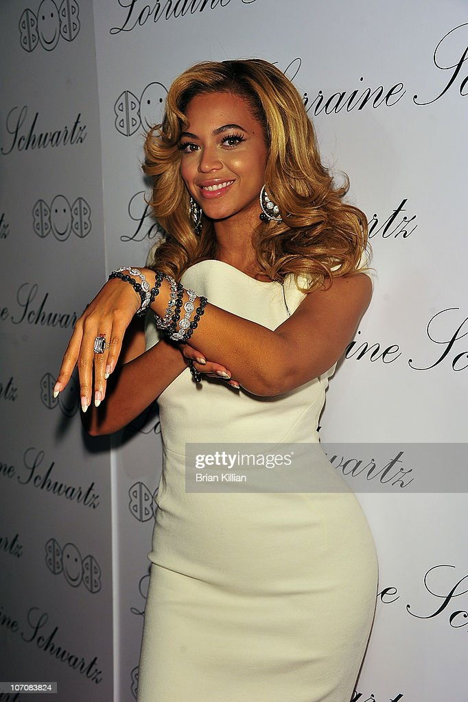 Beyonce Knowles shows her 2BHAPPY jewelry during the launch of Lorraine Schwartz's '2BHAPPY' jewelry collection at Lavo NYC on November 22 2010 in...