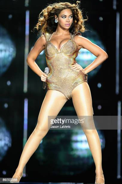 Beyonce performs at Staples Center on July 13 2009 in Los Angeles California