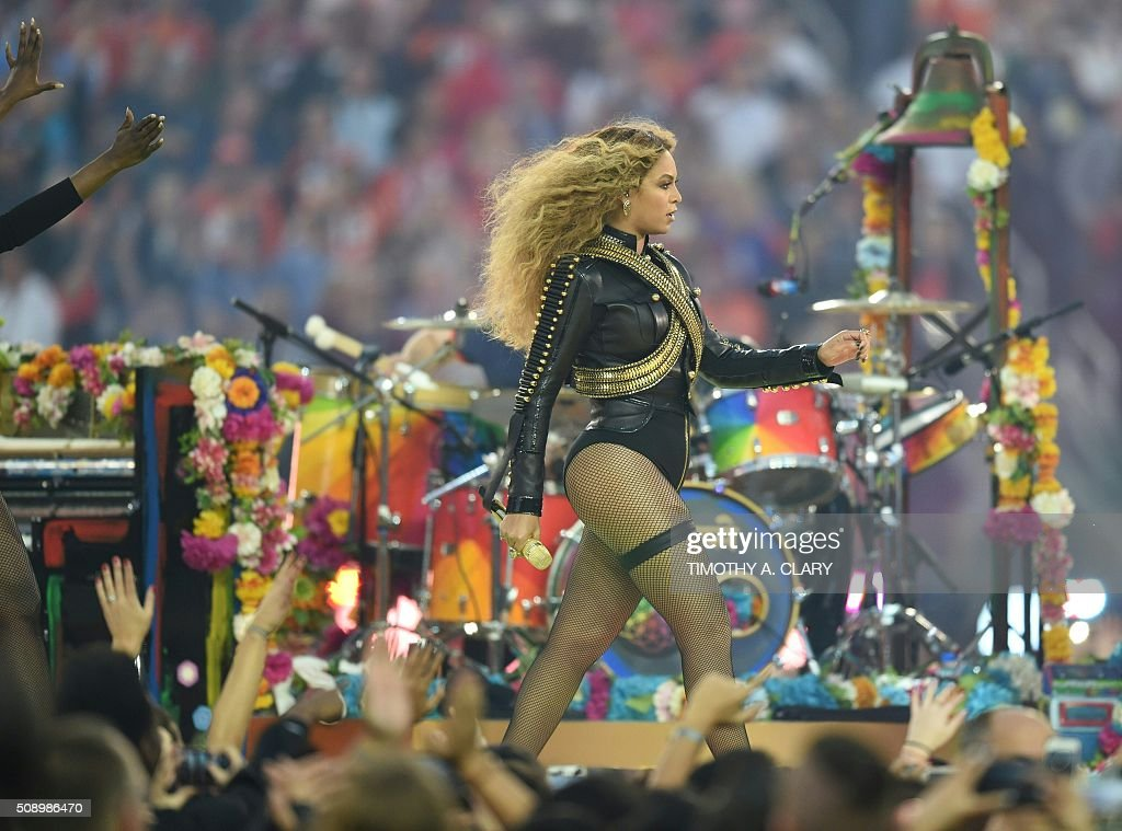 Beyonce performs during Super Bowl 50 between the Carolina Panthers and the Denver Broncos at Levi's Stadium in Santa Clara, California February 7, 2016. / AFP / TIMOTHY A. CLARY
