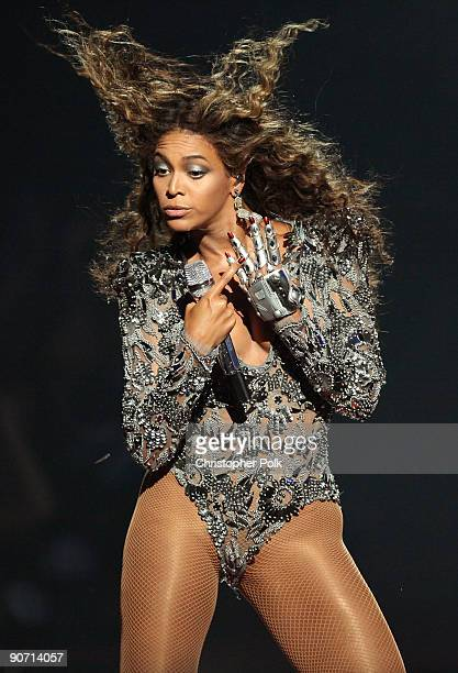 Beyonce performs during the 2009 MTV Video Music Awards at Radio City Music Hall on September 13 2009 in New York City