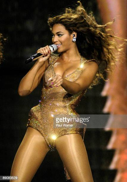 Beyonce performs during the 'I AM' tour at the United Center on July 17 2009 in Chicago Illinois