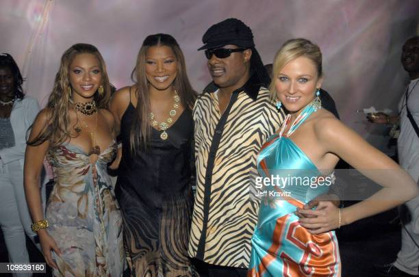 Beyonce Queen Latifah Stevie Wonder and Jewel during VH1 Divas Duets A Concert to Benefit the VH1 Save the Music Foundation Backstage at MGM Grand in...