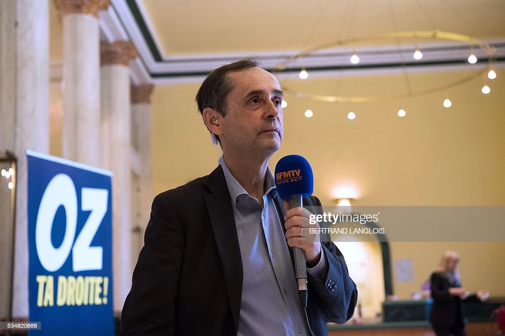 Beziers' mayor Robert Menard speaks with a journalist at the municipal theatre in Beziers, southern France, on May 28, 2016 during 'Le Rendez-vous de Beziers' political meeting. Menard launched his own political movement 'Oz ta Droite'. / AFP / BERTRAND