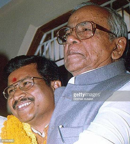 Bharathiya Janata Party Vicepresident Kailash Pati Mishra greets Babulal Marandi new chief minister of Jharkhand in Ranchi 14 November 2000 India's...