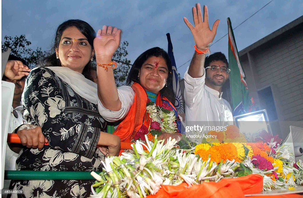 Bharatiya Janata Party leader Poonam Mahajan (C) waves the crowd in Kurla, a western suburb in Mumbai, India, on April 8, 2014. She will be contesting the parliamentary election from Mumbai North-Central Constituency. Voters will choose 543 members of the lower house and it is the largest election in history.