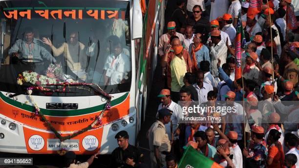 Bharatiya Janta Party Leader Lal Krishna Advani Jan Chetna Yatra Arrive in Airoli Mulund Bridge on Friday