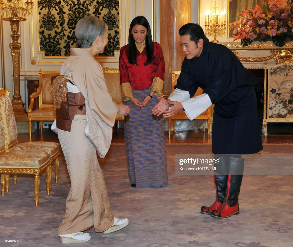 Bhutan's King Jigme Khesar Namgyel Wangehuk(R) and Queen Jetsun Pema (center) welcome Japan's <a gi-track='captionPersonalityLinkClicked' href=/galleries/search?phrase=Empress+Michiko&family=editorial&specificpeople=158725 ng-click='$event.stopPropagation()'>Empress Michiko</a> during her call at the Akasaka guest house on November 18,2011 in Tokyo,Japan..