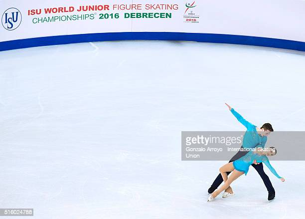 Bianca Manacorda and Niccolo Macii from Italy skate during the pair's short program of the ISU World Junior Figure Skating Championships 2016 at The...