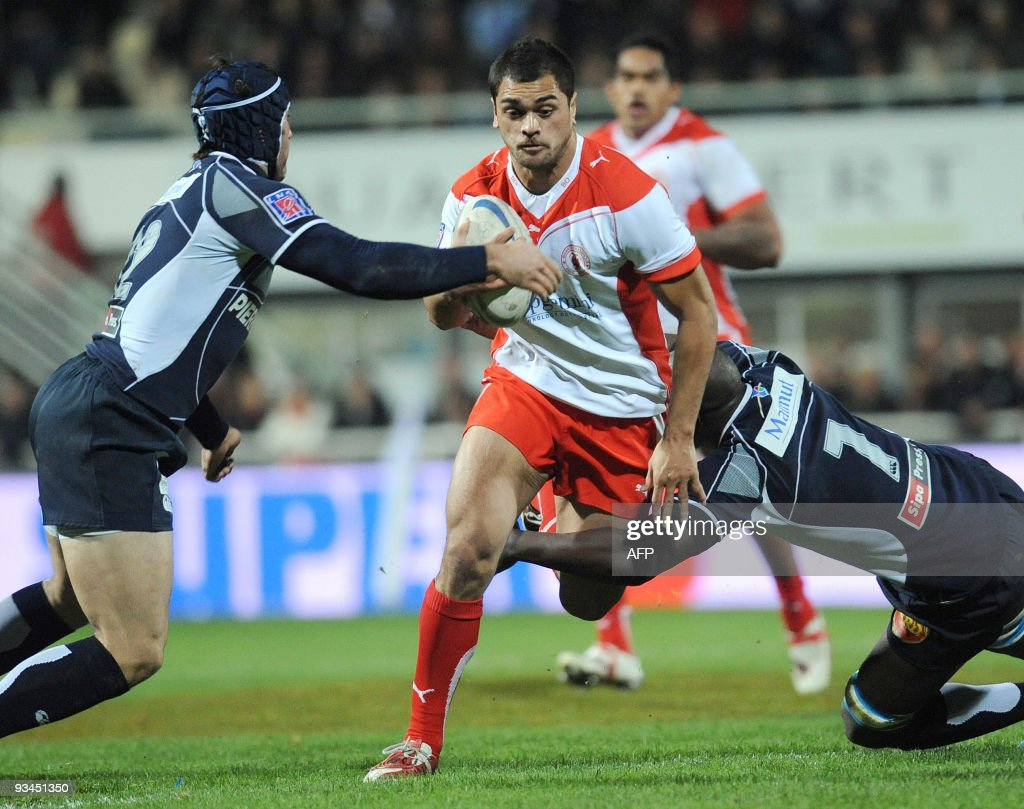 Biarritz center Hunt Karmichael his tackled by Castre flanker Ibrahim Diarra and center Romain Cabanes during their Top14 rugby union match at the...