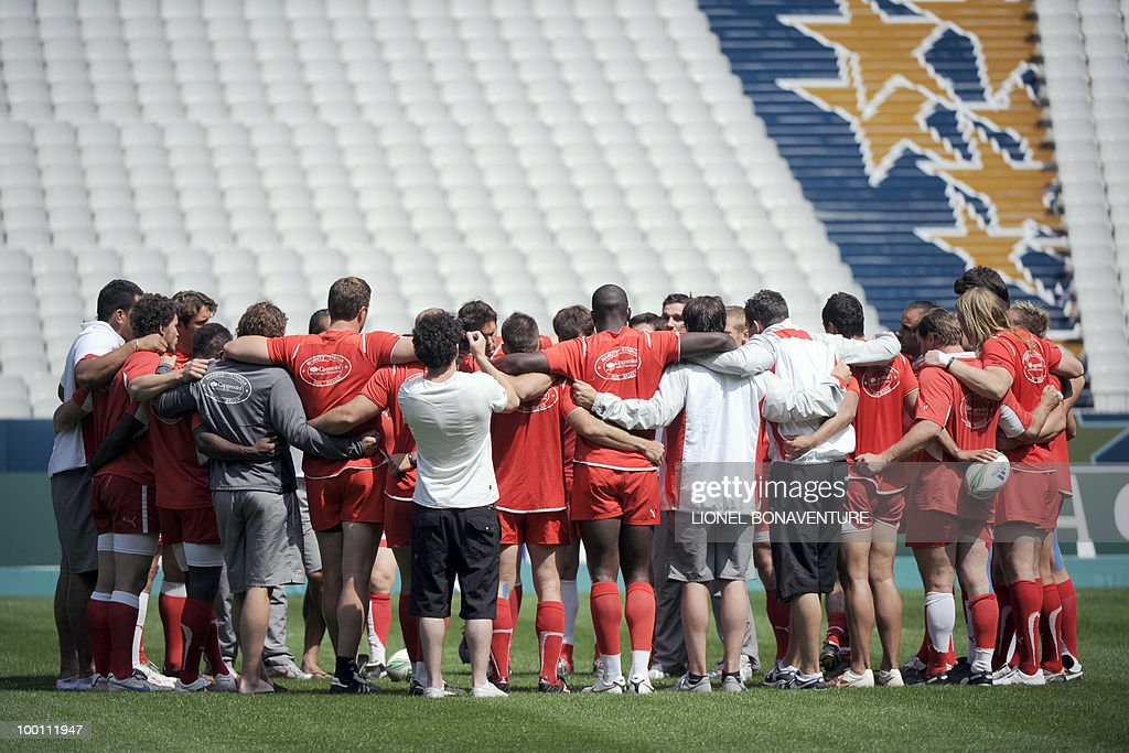 Biarritz Olympique's players concentrate during the captain's run training session on May 21, 2010 at the Stade de France in Saint-Denis, north of Paris, on the eve of the H-Cup rugby final match Toulouse versus Biarritz.
